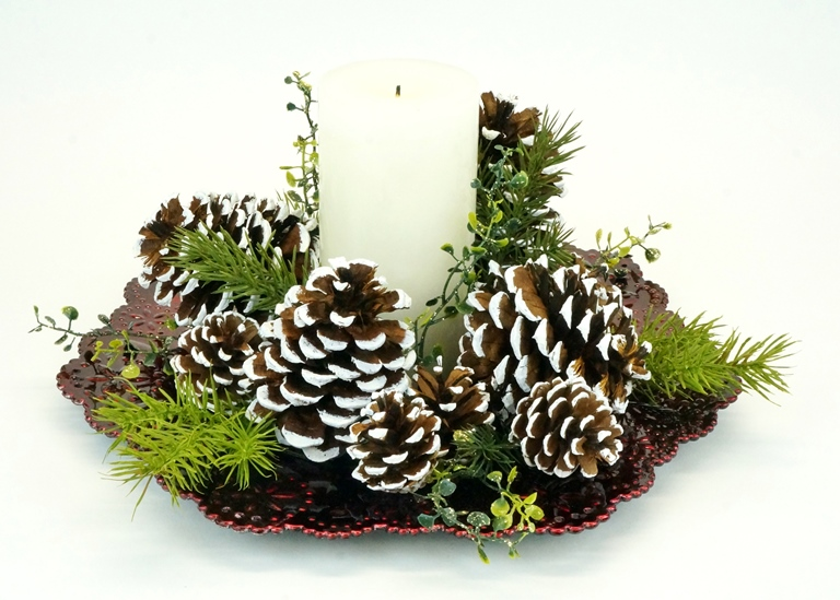 Deck the halls… walls tables with michaels creativ